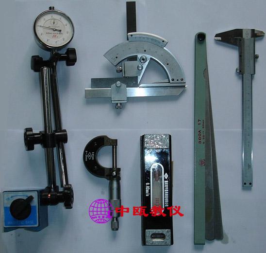 调速器:为交流减速电机提供可调电源.